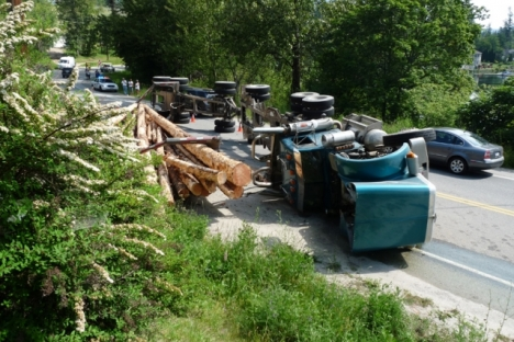 A logging truck flipped Monday on Highway 3A north of Nelson, causing long delays for motorists. — photos courtesy Simon Lasenby
